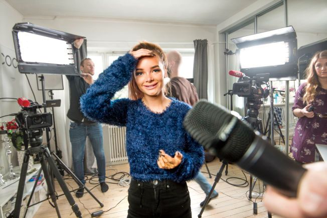 STILSIKKER: PR-ekspert Camilla Kim Kielland mener Sophie Elise er landets beste blogger når det gjelder å få oppmerksomhet rundt egen person. Dette bildet er tatt ved en tidligere anledning, hjemme hos Sophie Elise Isachsen.