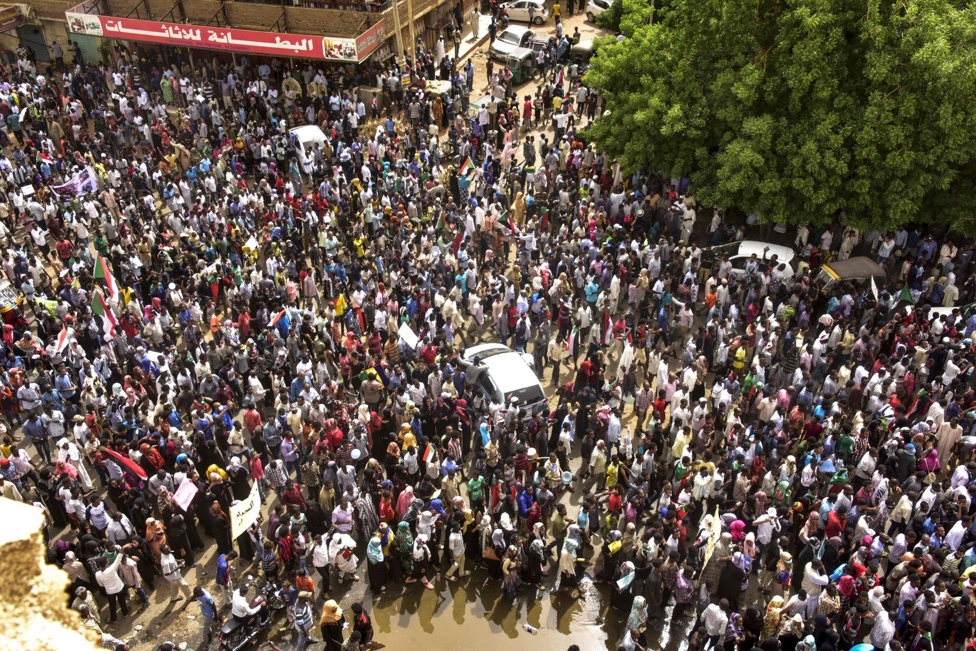 TIL GATENE IGJEN: Et svært stort antall sudanere tok til gatene søndag 30. juni for å vise sitt ønske om et sivilt styre i Sudan.