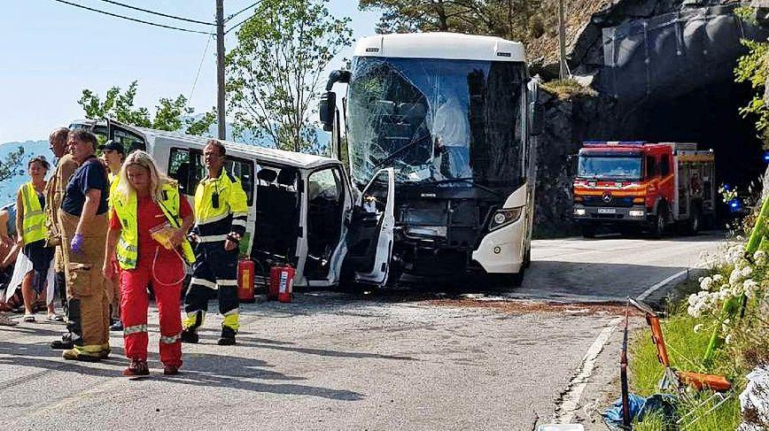HER SMALT DET: Slik så det ut etter at nødetatene hadde ankommet ulykkesstedet.