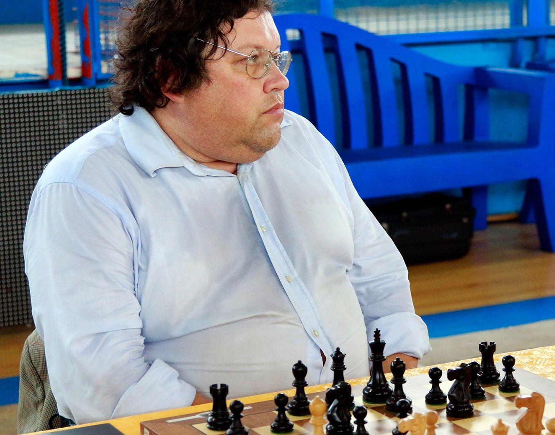 DØMT: Russeren Igor Naumkin, som bor i Italia, er blant dem som er suspendert etter sjakk-granskningen. Her er han fotografert i en turnering i 2014. Foto: Giordano Macellari, Creative Commons