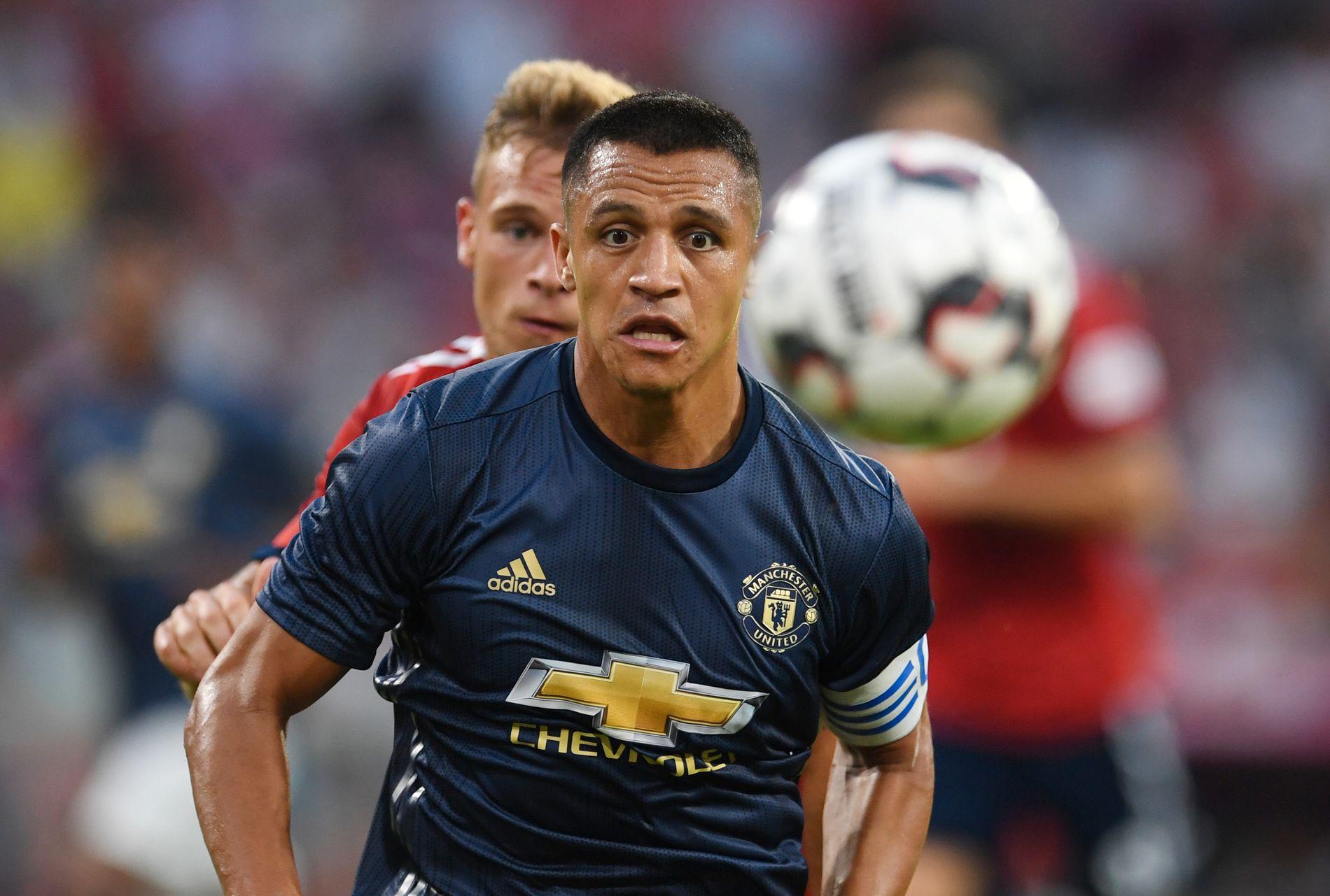 MISFORNØYD: Alexis Sánchez mener Manchester United må hente forsterkninger hvis de skal kjempe om trofeer kommende sesong.