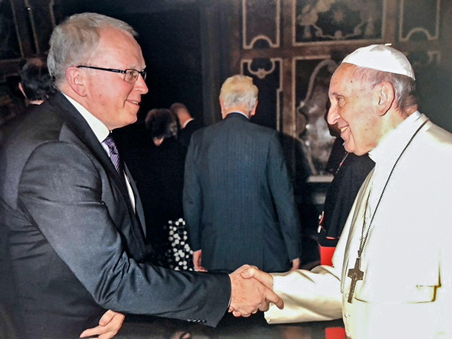 MØTTE PAVEN:  Equinor-sjef Eldar Sætre møtte Pave Frans i Vatikanet i dag.