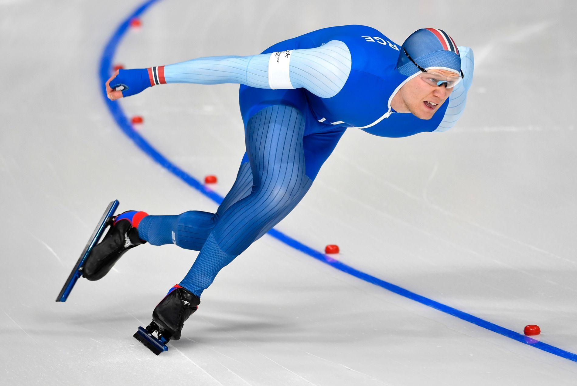 INNENDØRS IGJEN: Håvard Holmefjord Lorentzen og skøytesirkuset var tilbake innendørs, etter en tøff opplevelse utendørs i Japan for to uker siden. Her i løpet av det suksessrike OL i Pyeongchang.