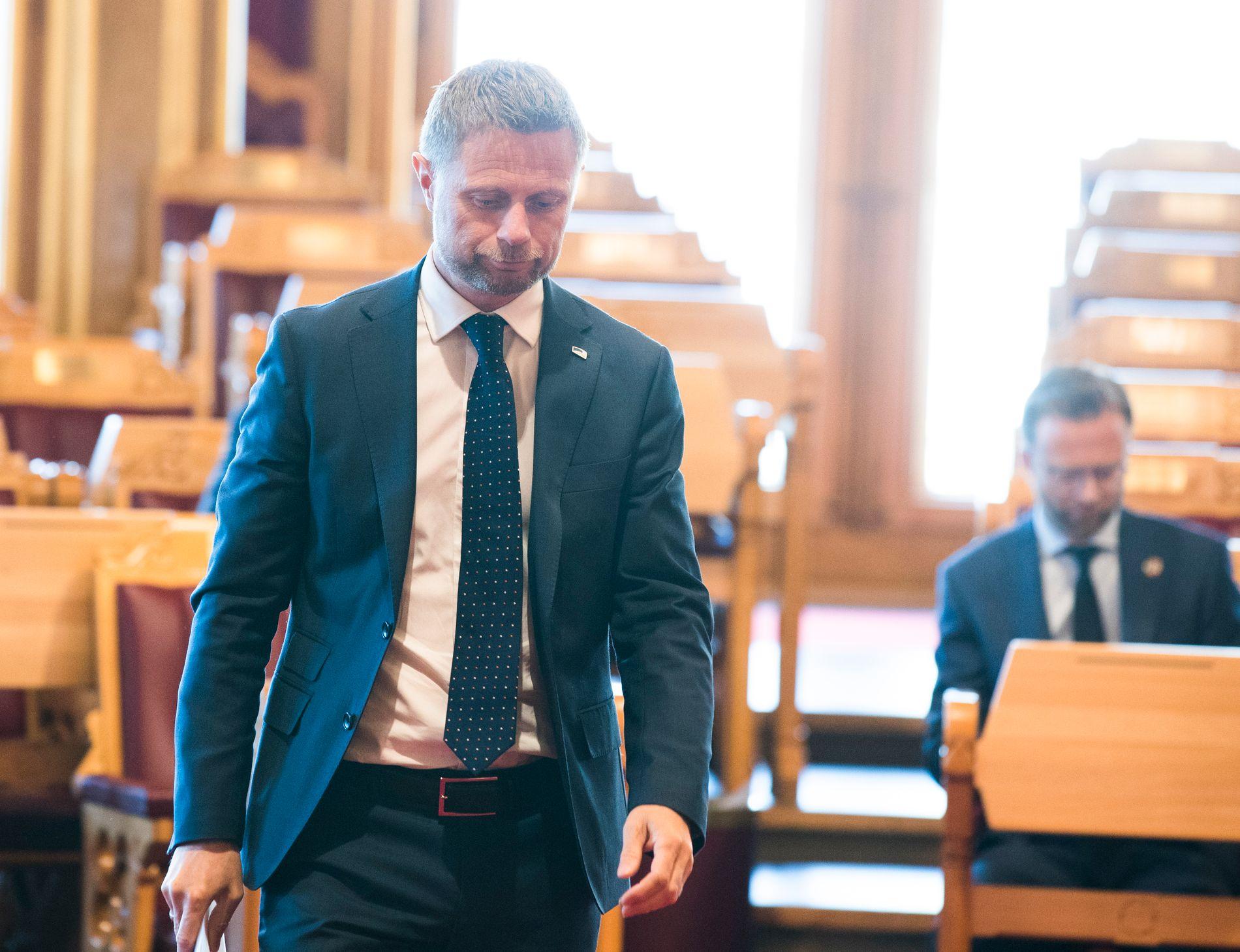 MÅTTE SVARE: Torsdag behandles flere forslag om løsning på luftambulanse-krisen. Helse- og omsorgsminister Bent Høie måtte svare for dagens situasjon.