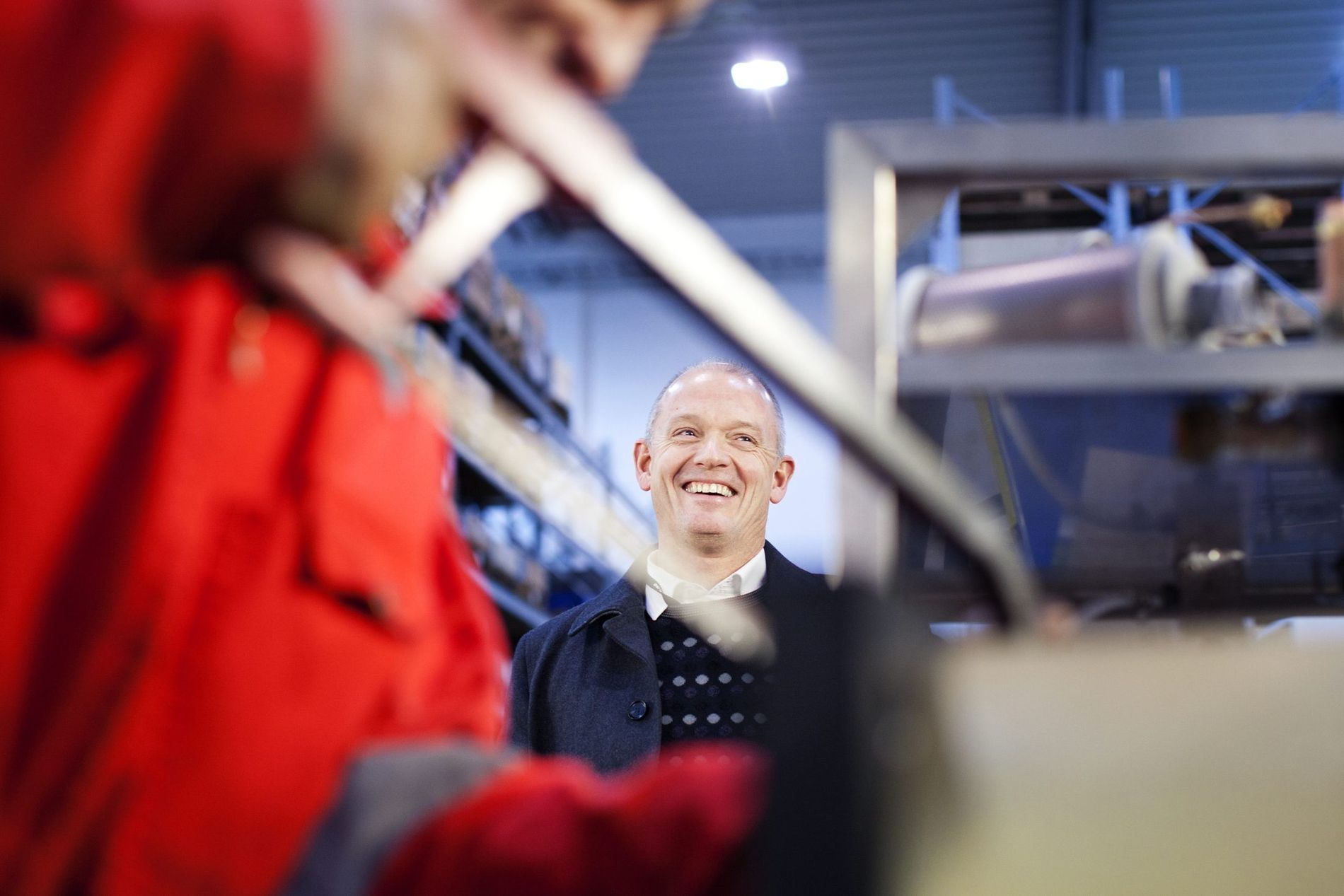 MANGLER ARBEIDERE: IKM-sjef Ståle Kyllingstad får ikke tak i nok arbeidskraft. – Det blir mye ledig, særlig offshore, sier han. Her i et av IKMs verksteder på Sola sammen med mekaniker Trond Horpestad (33).