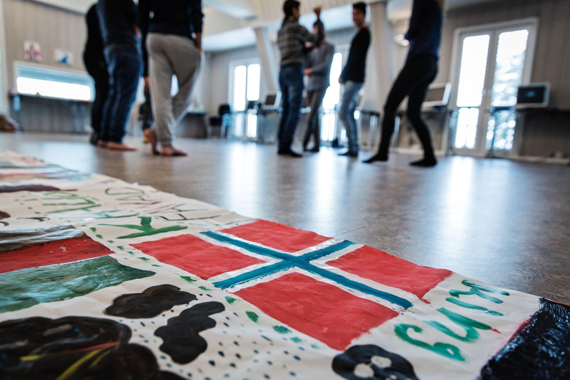 MÅ UT: Det siste året har antallet asylbarn som bare får bli i Norge til de blir 18 år eksplodert. Ap vil ta kampen i Stortinget for at færre skal få midlertidig opphold. Dette bildet er fra et mottak for enslige mindreårige i Innlandet.