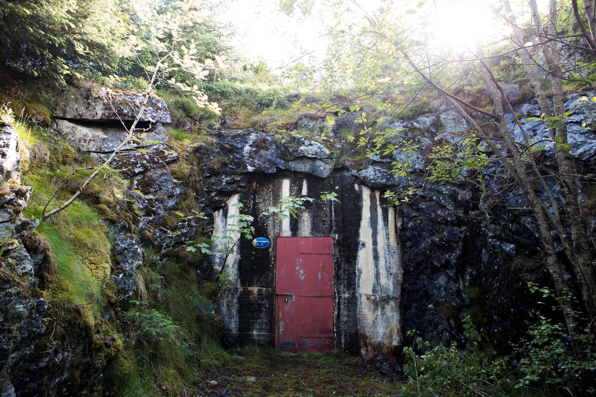 HER INNE: Bak denne døren ligger bassenget der det er påvist E.coli-smitte.