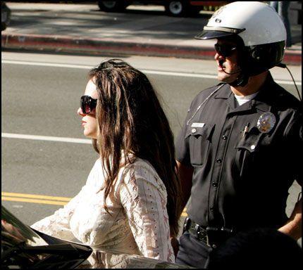 SLITER: Britney Spears (26) - her utenfor rettslokalet i Los Angeles tidligere i måneden. Foto: EPA