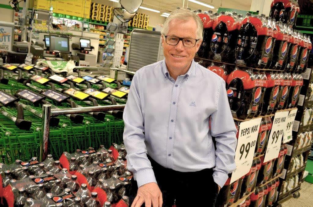 BRUSER: Kiwi-sjef Jan Paul Bjørkøy bruker helseargumenter når de nå senker prisen på sukkerfri drikke. Foto: Kiwi.