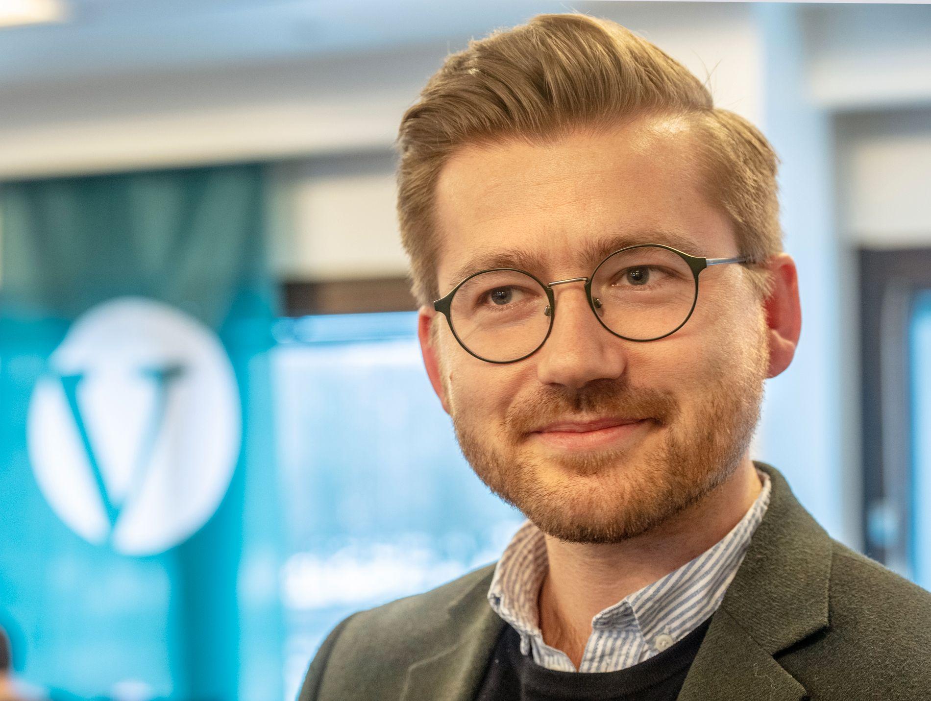 TROR IKKE PÅ MAGISKE KREFTER: Sveinung Rotevatn, statssekretær for Venstre, stemte for å endre styreformen i Norge. Men han ønsker prinsessen hell i kjærligheten.