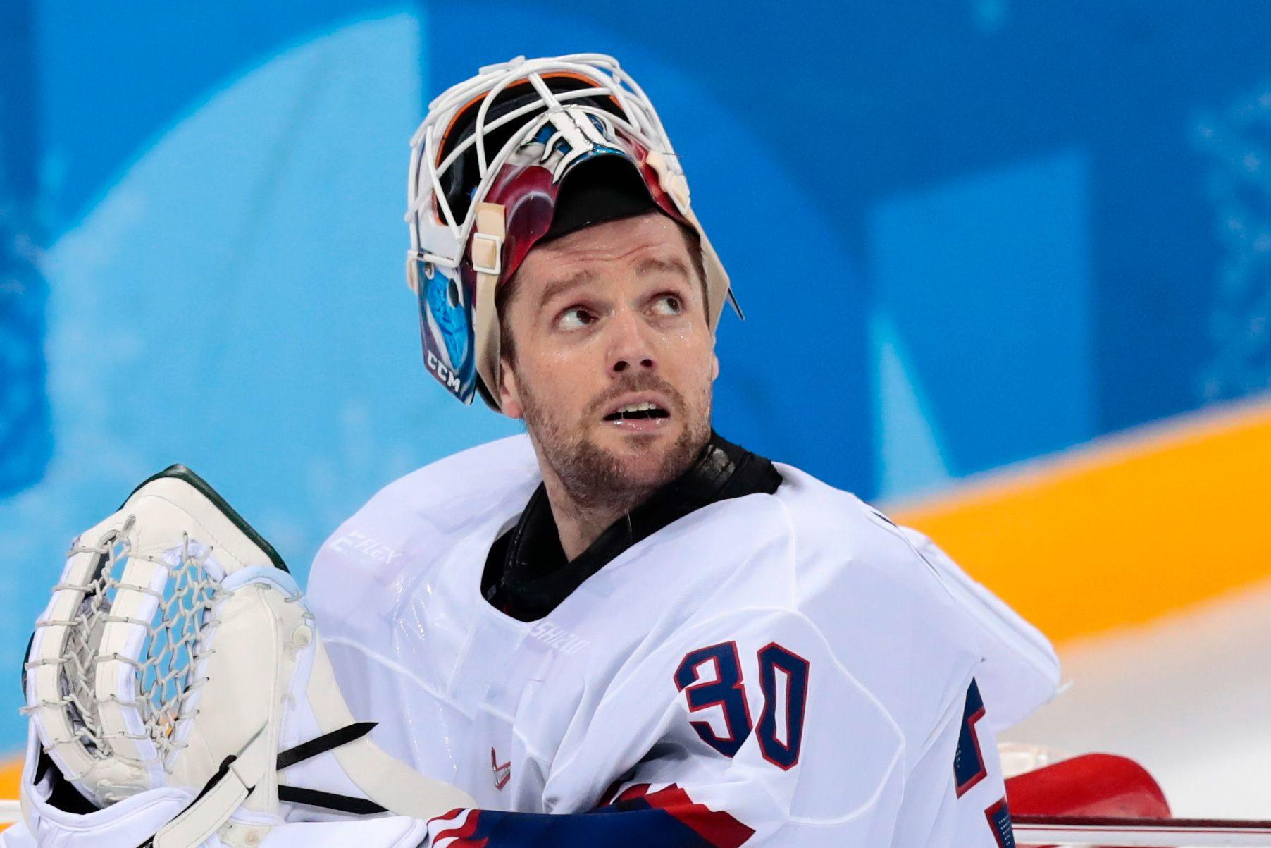 LANDSLAGS-MASKEN: Lars Haugen (31) har en egen beskyttelses-hjelm på landslaget, designet av «maskemaker» Dennis Haanshuus.