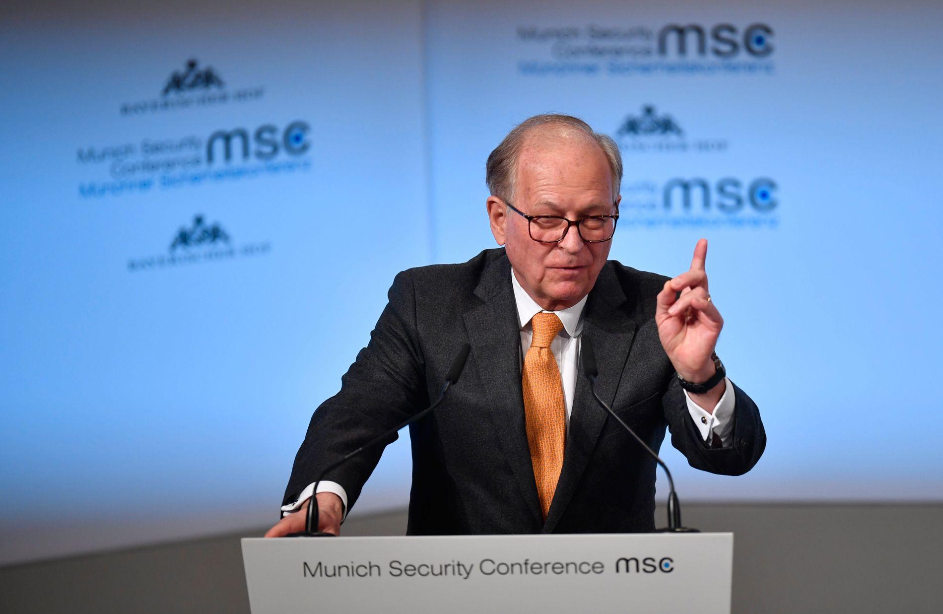 VETERAN: Den erfarne diplomaten og arrangøren av sikkerhetskonferansen i München, Wolfgang Ischinger, rettet en advarende pekefinger mot deltagerne og oppfordret dem til å bidra i møtene.
