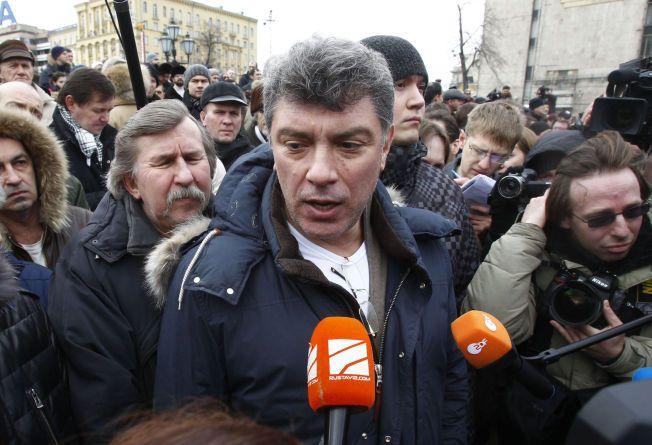 DREPT: Den russiske opposisjonspolitikeren Boris Nemtsov ble skutt og drept i et attentat i sentrum av Moskva fredag kveld.