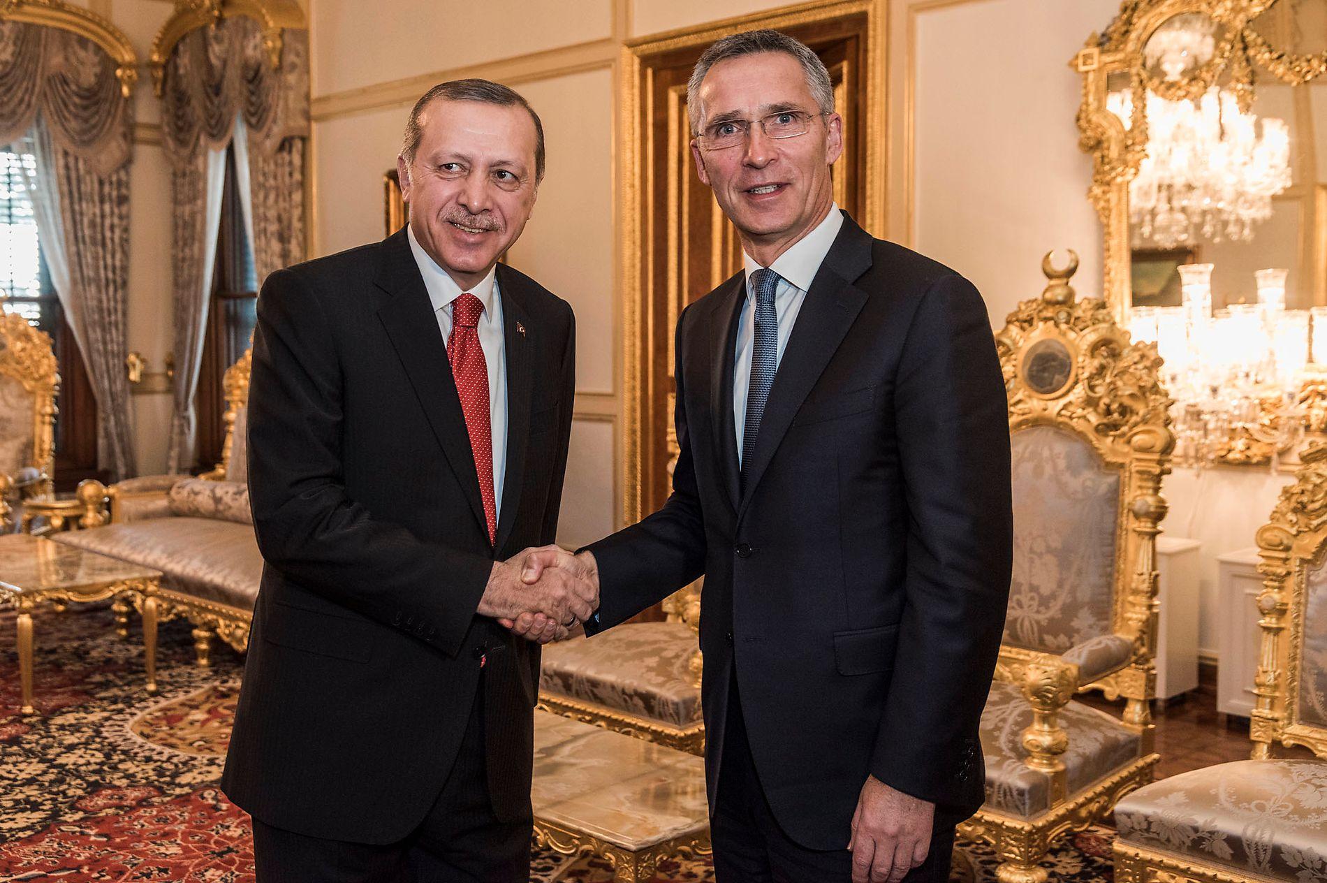 HOS ERDOGAN: NATOs generalsekretær Jens Stoltenberg møtte mandag Tyrkias president Recep Tayyip Erdogan for annen gang siden sommerens kuppforsøk.