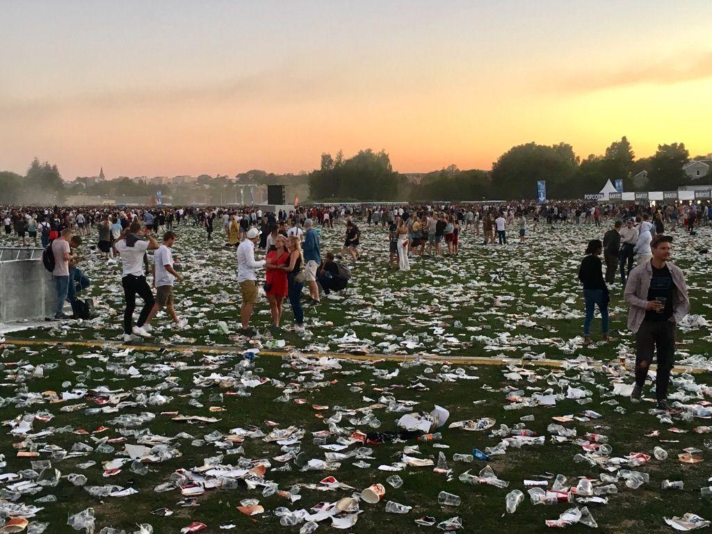 PLAST: Slik så det ut på konsertområdet i Oslo etter at Eminem hadde forlatt området.