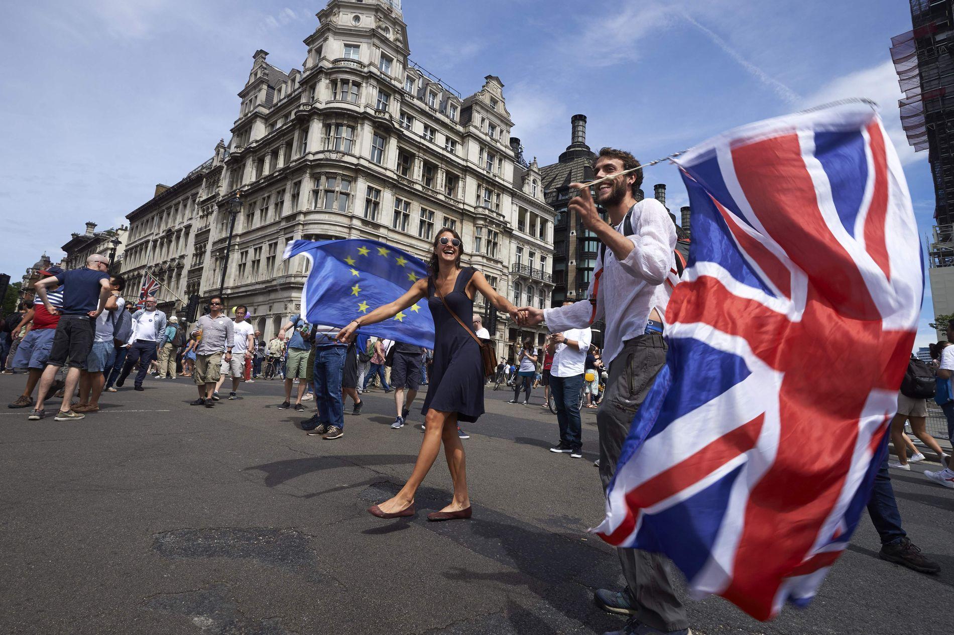 OPINIONSENDRING: I juni deltok 100.000 briter i en demonstrasjon for å avholde en ny brexit-avstemning. Nå er det enda flere som støtter et nyvalg, viser meningsmålinger.