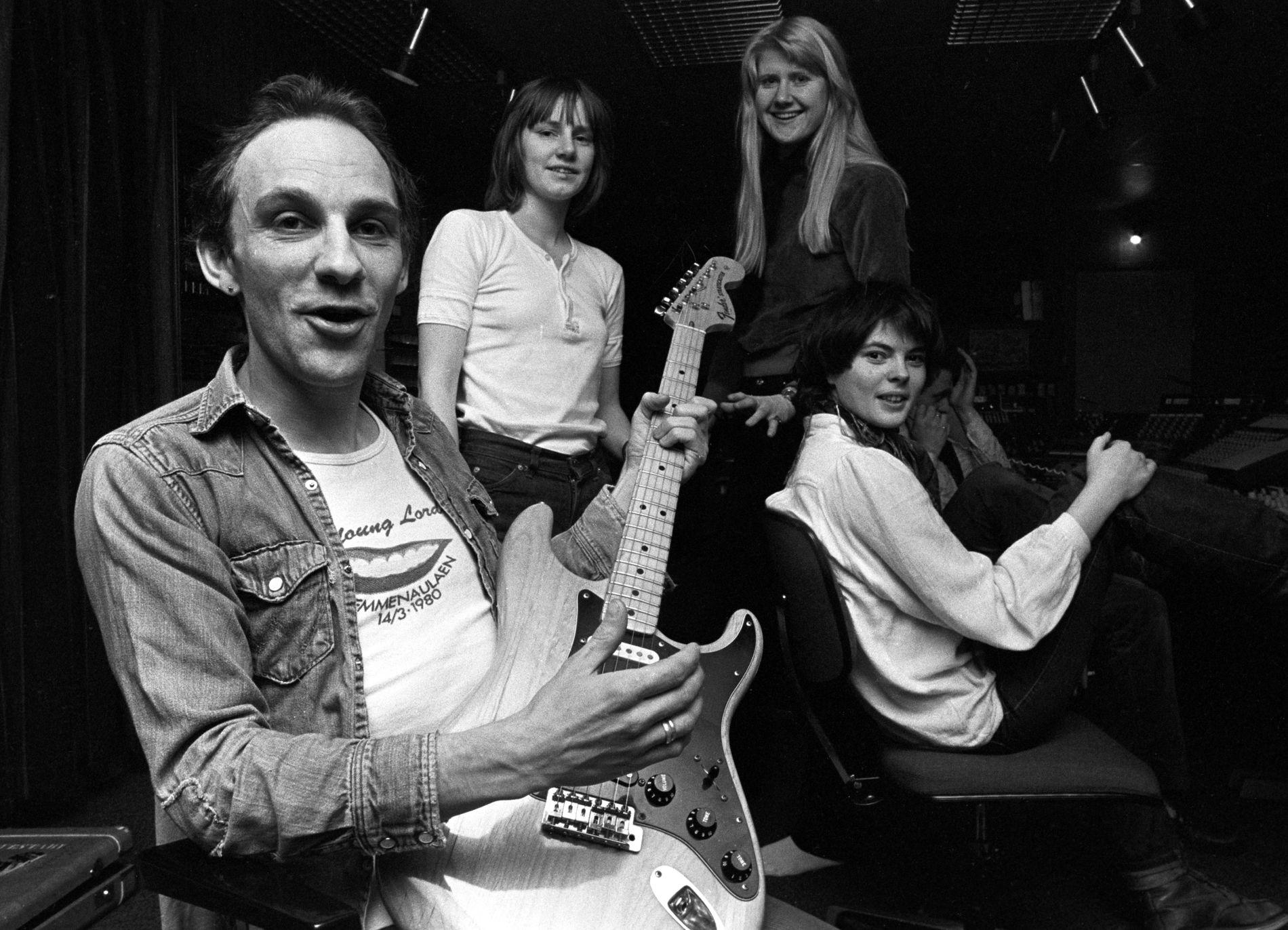VESLEFRIKK: Det norske bandet Veslefrikk (1977–1982) med Per Vestaby. I bakgrunnen bl.a. Hege Rimestad og Anne Grete Preus.