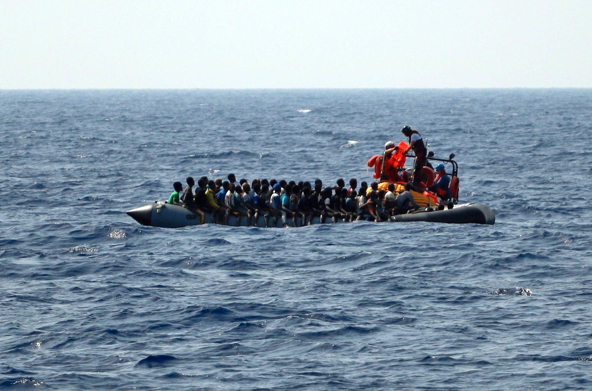MIGRANTER? – For noen grupper, slik som de som tar de mest risikofylte rutene, for tiden den over Sahara og Middelhavet, er andelen som flykter større enn for grupper som «bare» flytter på seg av økonomiske årsaker, skriver kronikkforfatteren.