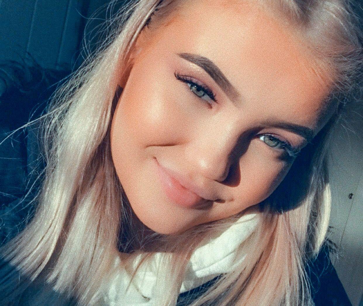 SKUFFET: – Plutselig sa de at det ikke er garantert at jeg får vitnemål. Da skjønte jeg ingenting, sier Áróra Gunnarsdóttir  (18).