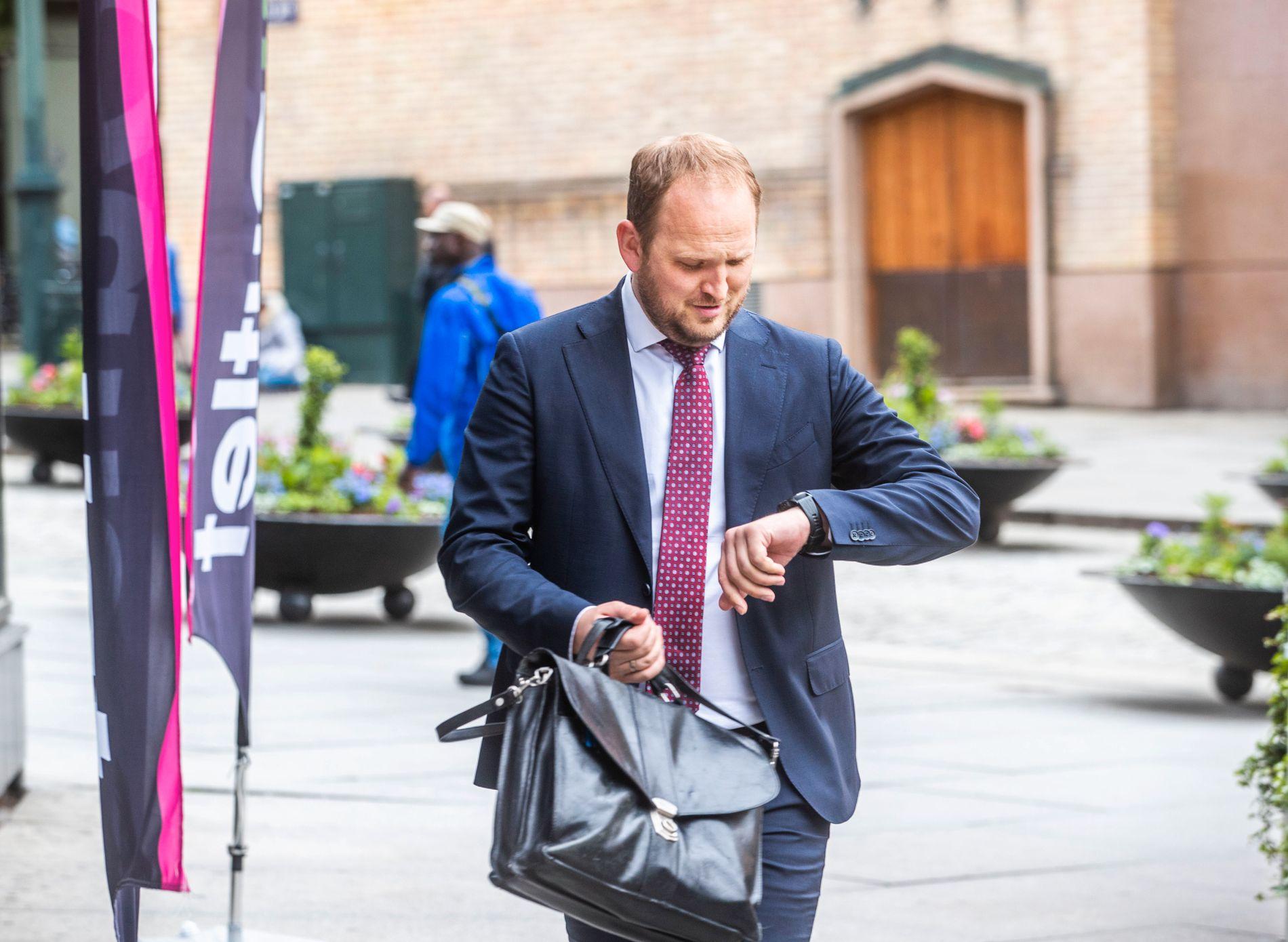 HAR LITEN TID: Jon Georg Dale (Frp) har fått noen uker på seg til å levere bompengekutt og tak på bypakker tilbake til Frp-landsstyret. Sunnmøringen har spilt en aktiv rolle for å slanke bypakken i eget valgdistrikt, Ålesund i Møre og Romsdal.