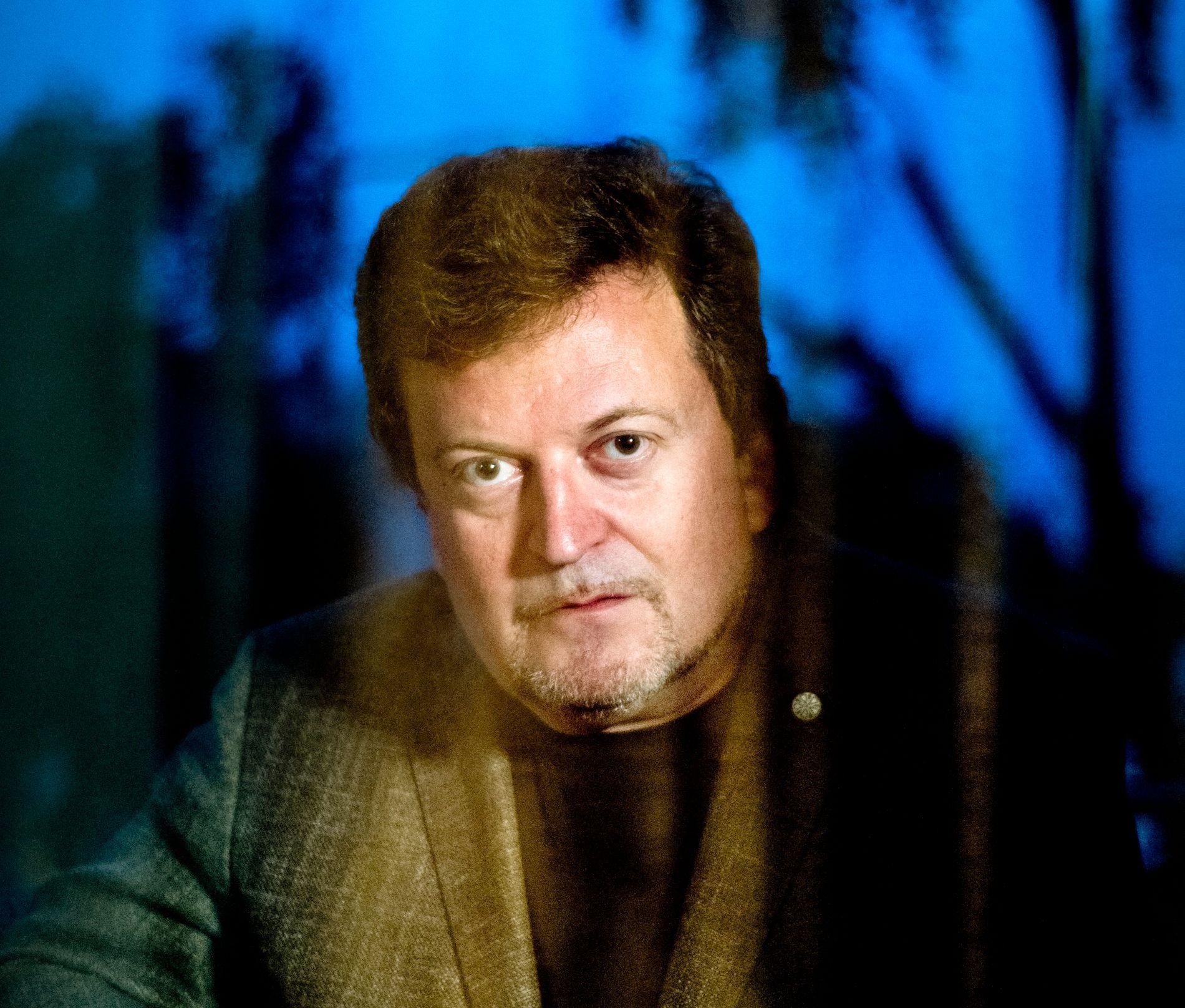 TILBAKE: Ti år etter forrige bok, er Erik Fosnes Hansen (51) tilbake med en ny roman, «Et hummerliv» - som ikke er på høyde med hans tidliger bøker, mener VGs anmelder.