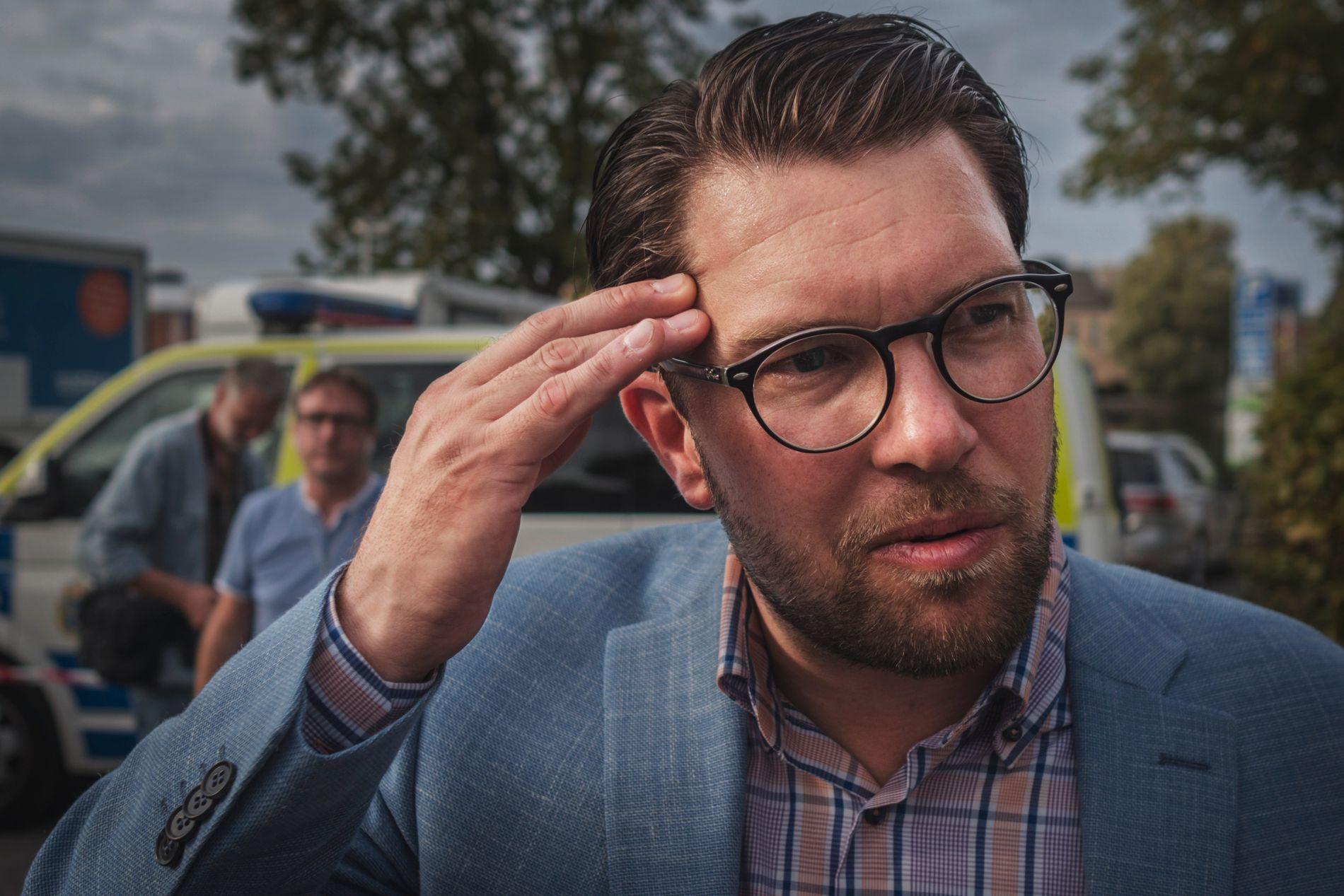 TILBAKEVISER KRITIKKEN: SD-leder Jimmie Åkesson mener Stefan Löfven lyver i sine uttalelser om partiets satsing på eldre. Her fra sin turné i Eskilstuna i forrige uke.