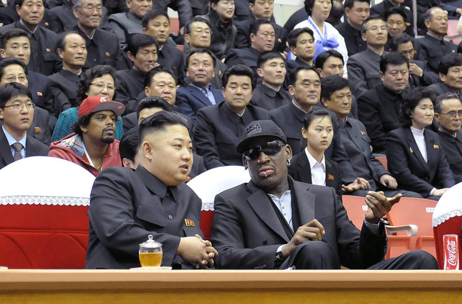 GODE VENNER: Den tidligere NBA-stjernen Dennis Rodman og Nord-Koreas diktator Kim Jong-un har utviklet et nært vennskap de siste årene. Foto: AFP