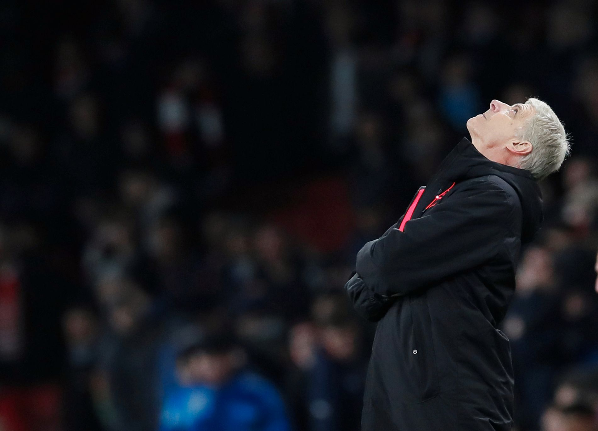 OPP OG FREM: Wenger titter mot himmelen, og ser også fremover på sin videre karriere som Arsenal-manager.