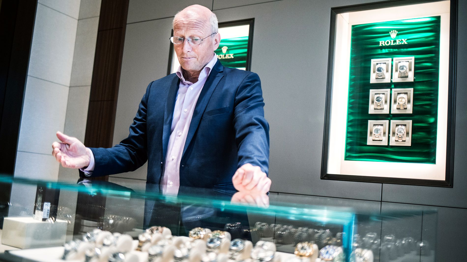 OPPLEVDE REKORDÅR: Halvor Bjerke i Urmaker Bjerke viser frem Rolex-klokker.
