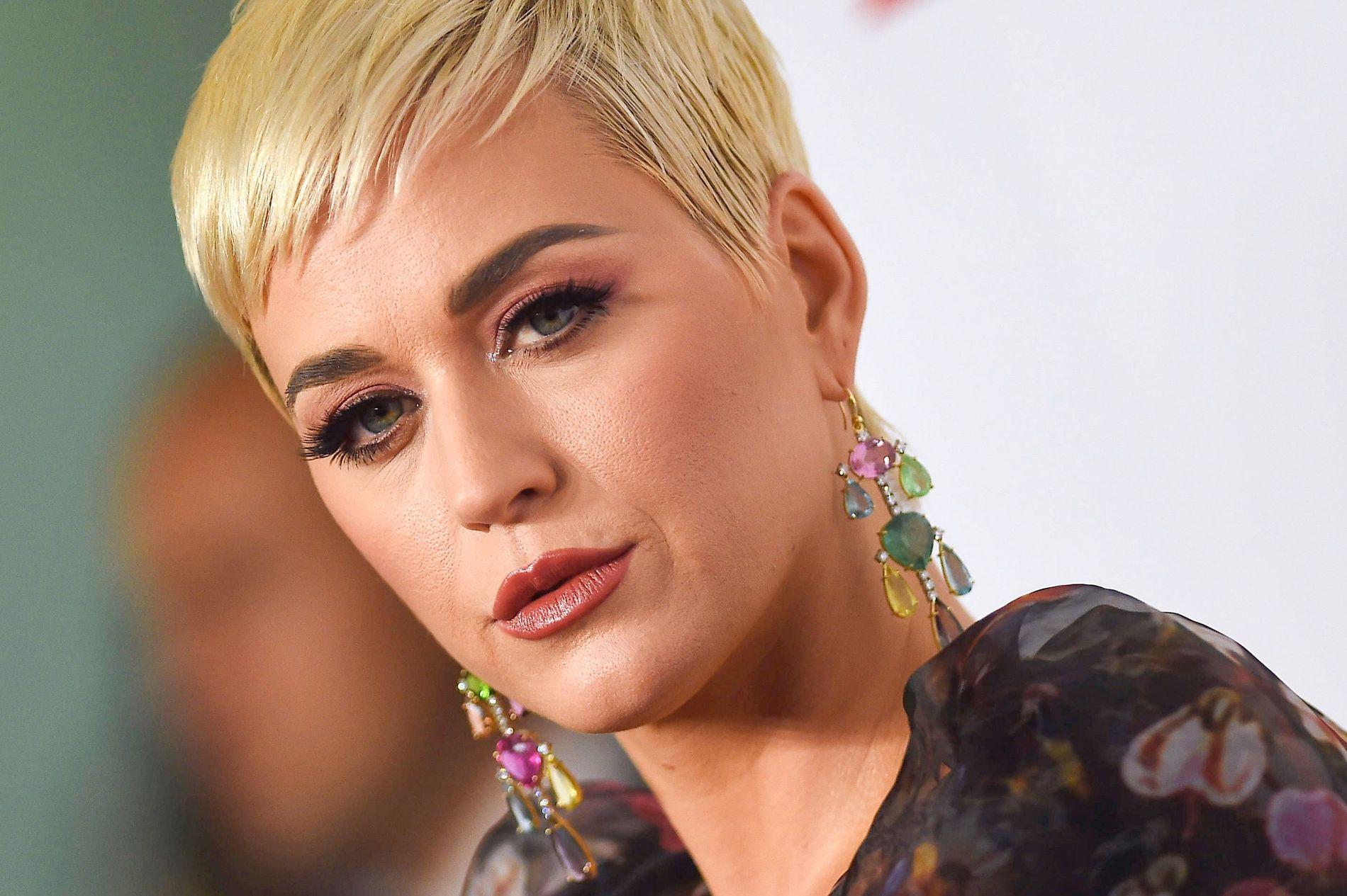 FÅR HARD SKYTS: Katy Perry, her under MusiCares Person Of The Year gala i Los Angeles i februar i år.