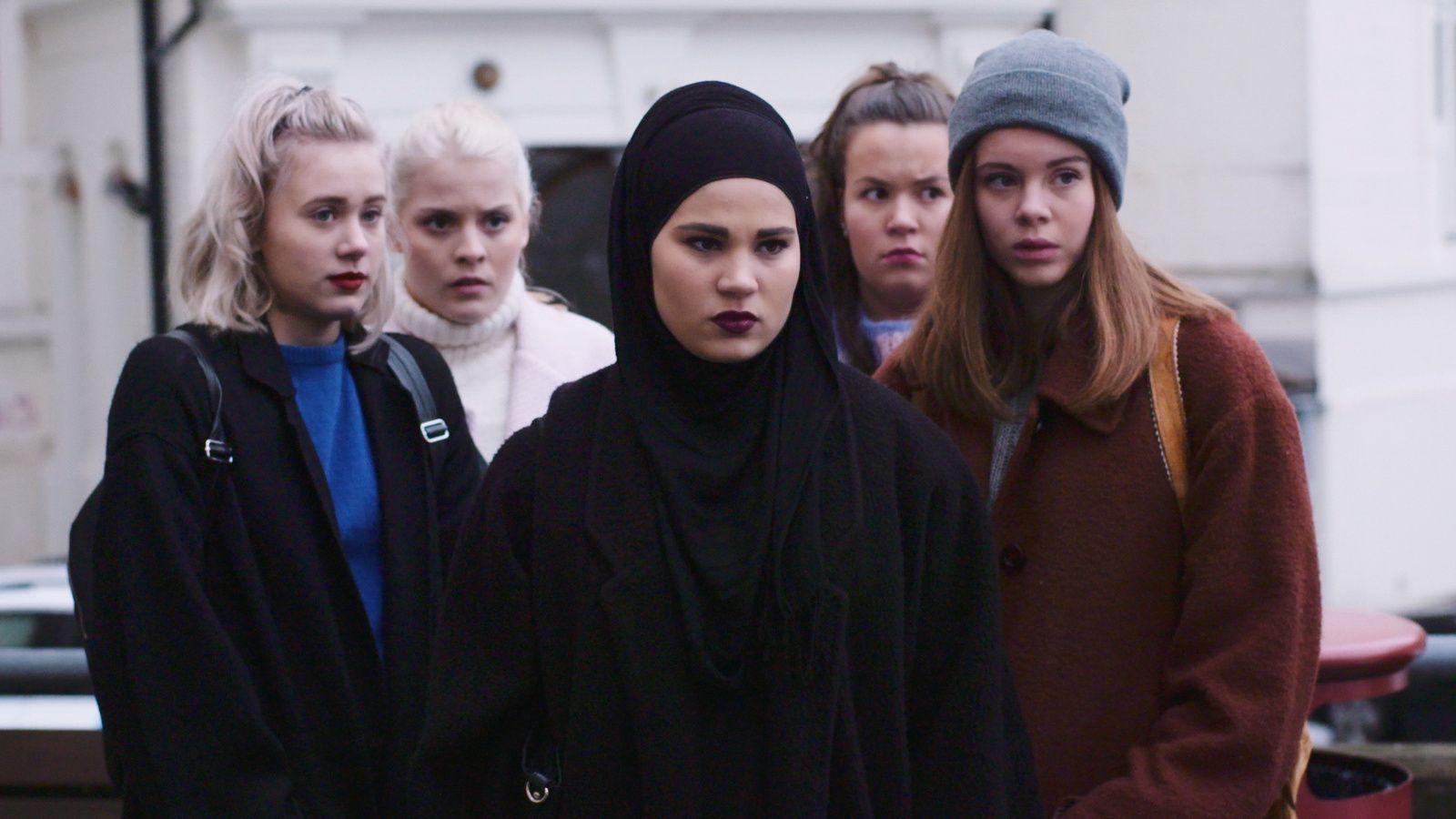 SKJEVT: – Den populære serien «Skam» skal vise et bilde av livet til millennials-generasjonen som nå går på videregående skole, men har ikke inkludert klipp som omhandler skolearbeid, valg av karriere eller jobbsøking, skriver Maha Kamran.