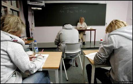 TO ER BEDRE ENN ÉN: Utdanningsdirektoratet anbefaler nå at man fra våren 2009 gjeninnfører den gamle eksamensordningen i norsk med to eksamensdager, i stedet for én, slik det var for 10. klassingene i vår. Foto: Scanpix