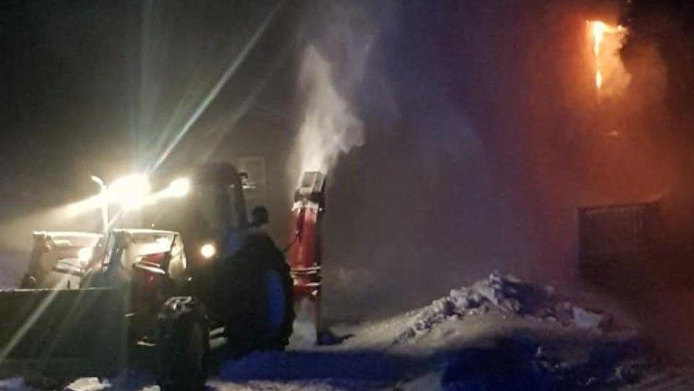Natt til fredag meldte politiet om en brann i en bolig i Tuddal.