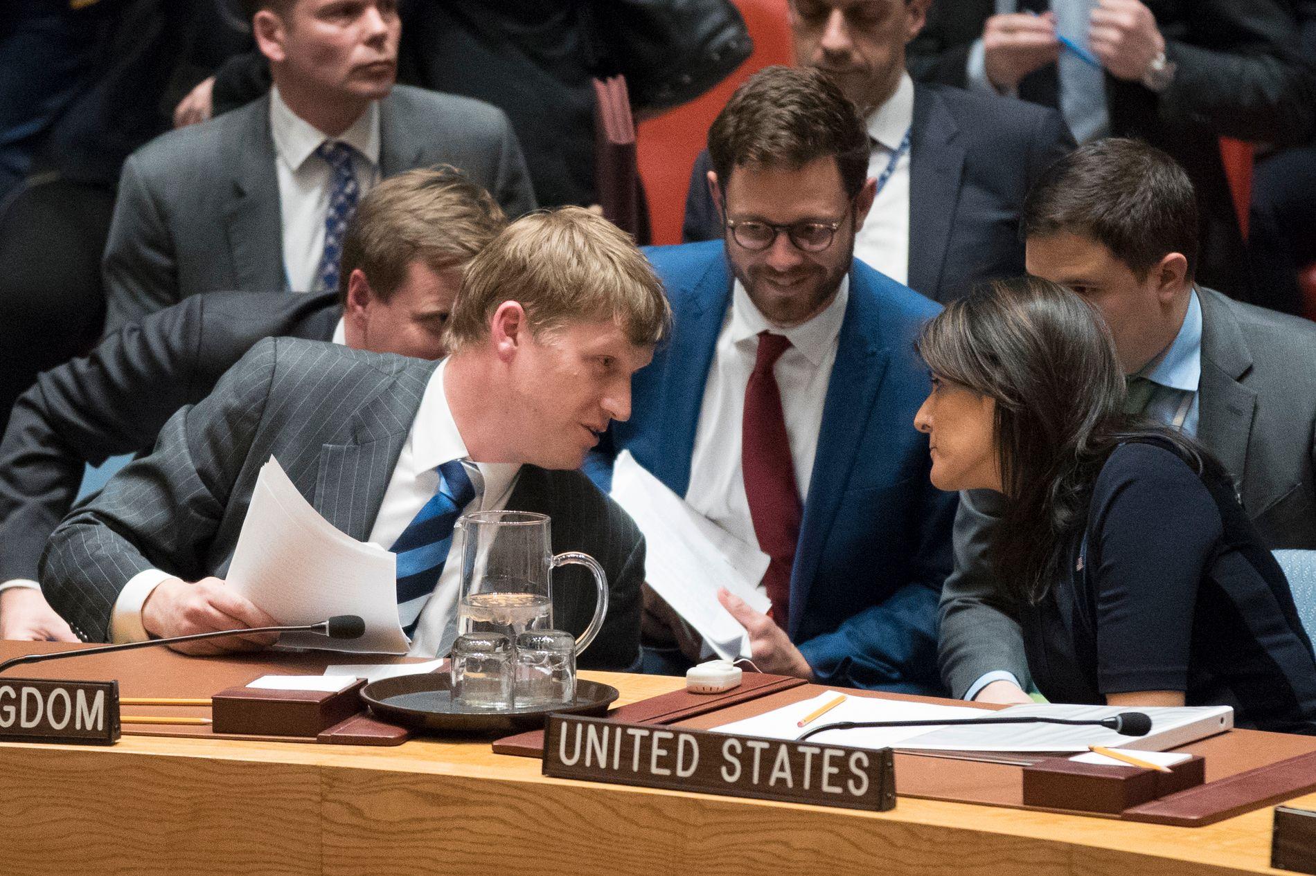 STÅR SAMMEN: Storbritannias viseambassadør i FN, Jonathan Allen, og USAs FN-ambassadør Nikki Haley.