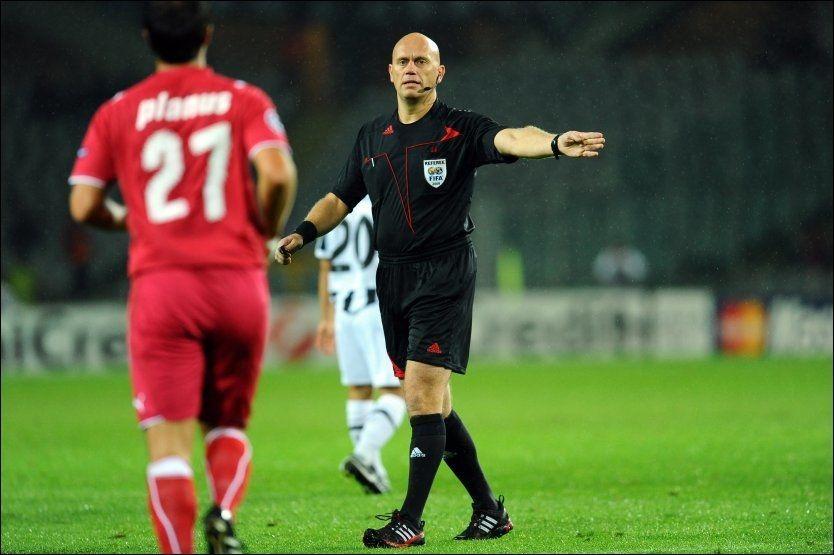 GOD I COMEBACKET: Tom Henning Øvrebø dømte Juventus-Bordeaux - og kom godt fra det. Foto: AP