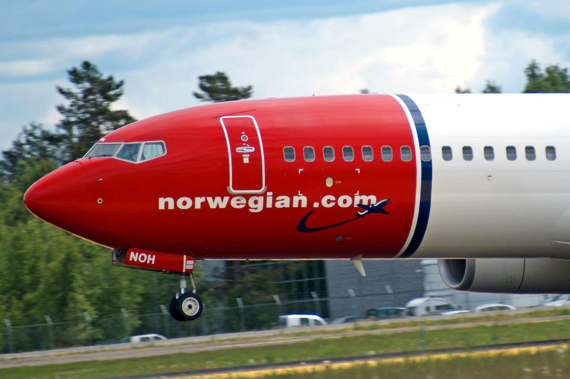MÅTTE AVBRYTE: Det fullsatte Norwegian-flyet gikk ned i Toulouse i sørlige Frankrike etter at et «voldelig opptrinn» i cabinen. Bildet viser et tilsvarende fly, en Boeing 737–800 på Gardermoen.   Foto: JAN OVIND / VG