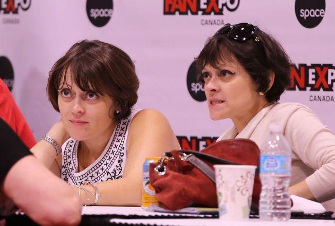 ET HALVT ÅR SIDEN: «The Shining»-tvillingene Lisa og Louise Burns (47) på Toronto Fan Expo i fjor høst.