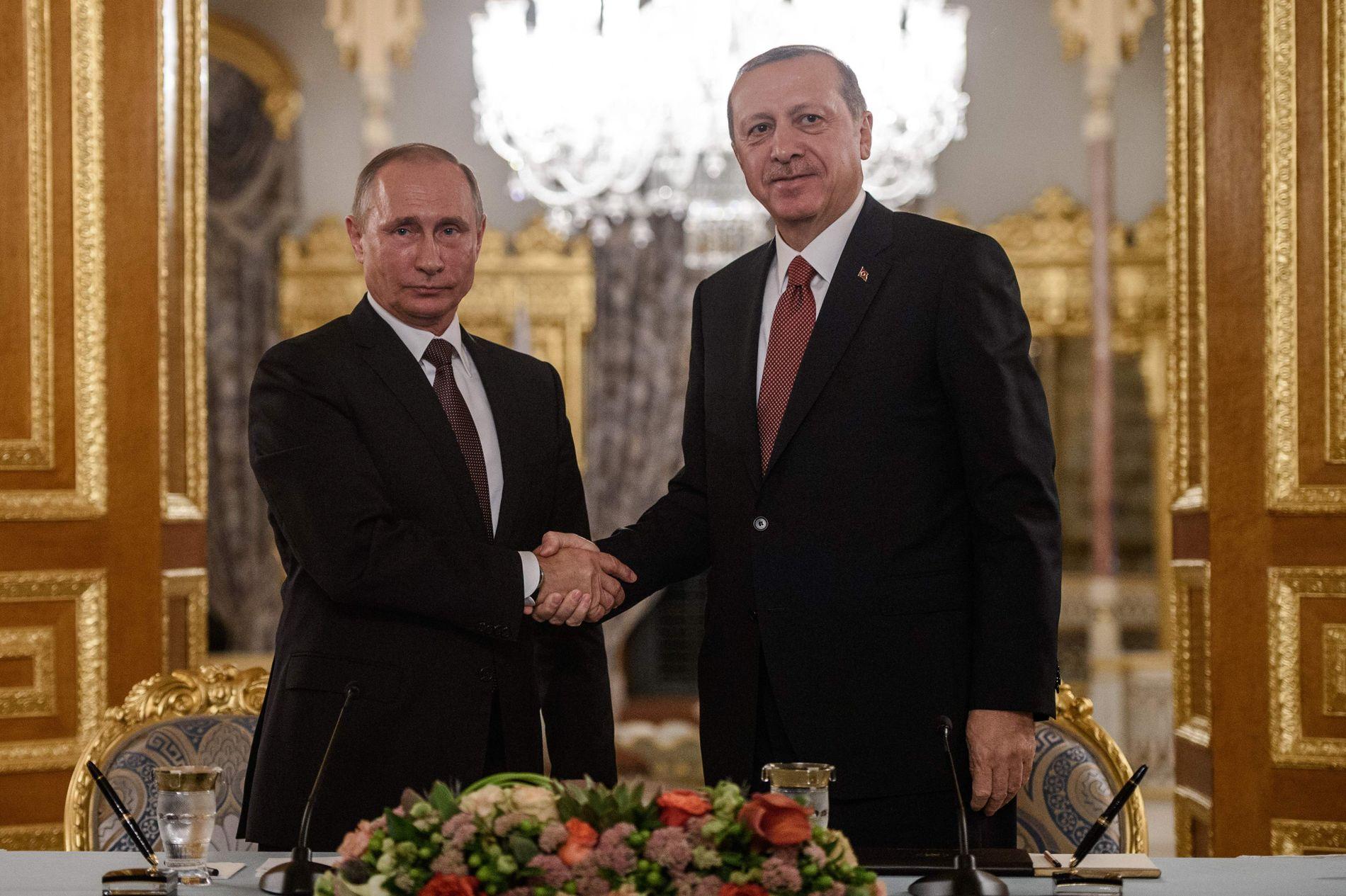 SAMARBEIDER: President Putin og president Erdogan har de siste månedene bygget broer til hverandre, og samarbeider tett på flere fronter.