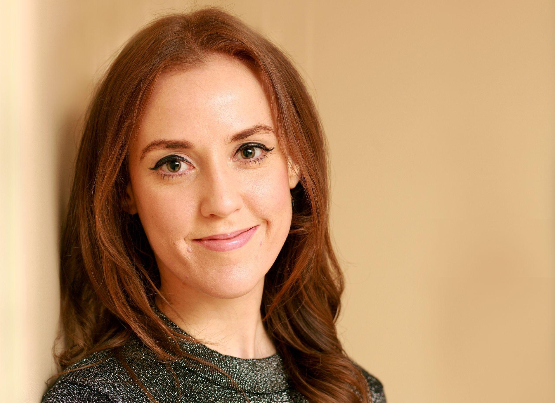 INNLEGG I DEBATTEN:  Irske Louise O´Neill (født 1985) debuterte med «Only Ever Yours» (2014), og «Hun ba om det» er hennes andre bok.
