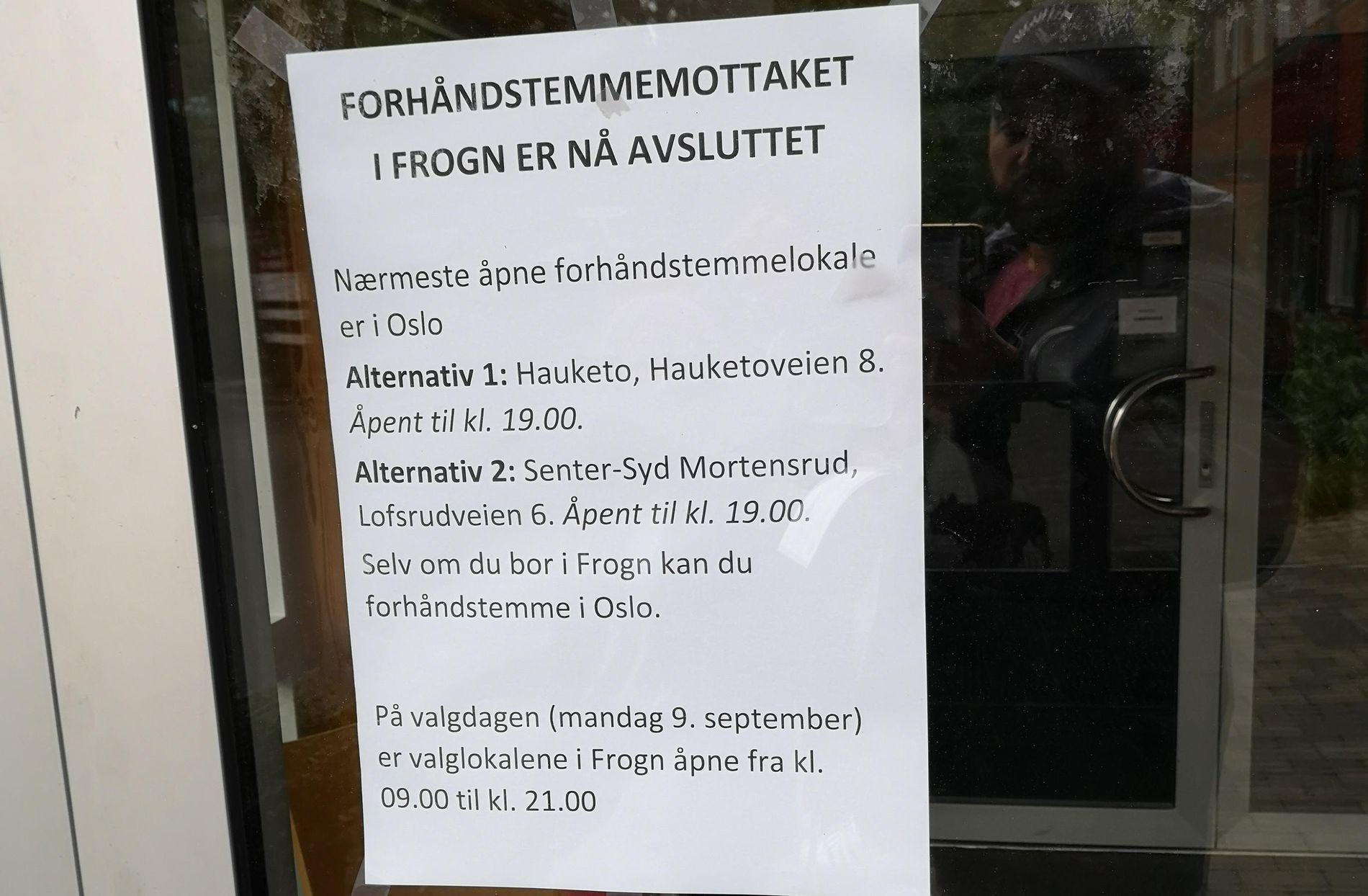 FEILINFORMERT: Dette bildet ble tatt klokken 18.30, da skulle valglokalet vært åpent en halvtime til, ifølge informasjonen fra valg.no