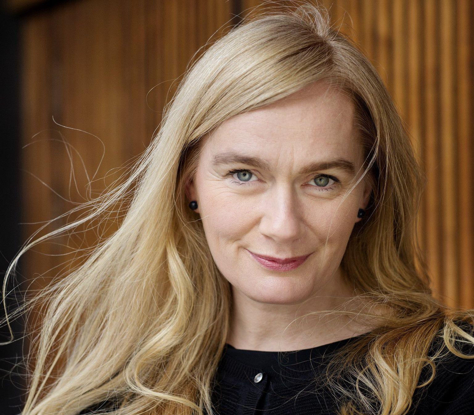 SAMTIDSKRONIKØR AV RANG: Marit Eikemo fremstår som nynorskens svar på Nina Lykke - og hennes nye roman er en sviende aktuell satire om boligjakt, knuste drømmer og hva det vil si å skape et godt hjem for seg selv og sine nærmeste i Norge anno 2018.