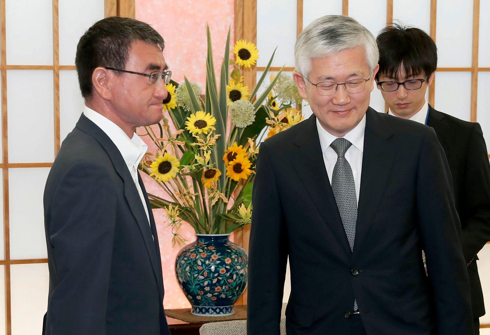 Japans utenriksminister, Taro Kono møter Sør-Koreas ambassadør til Japan, Nam Pyo, i dag fredag.