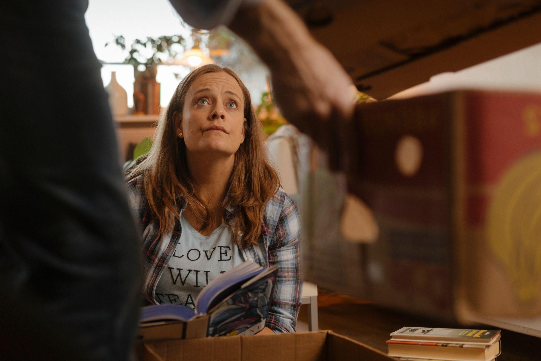 UMAKE PAR: Rektoren Liv, spilt av Henriette Steenstrup, er sammen med en politisk motpol i «Barn».