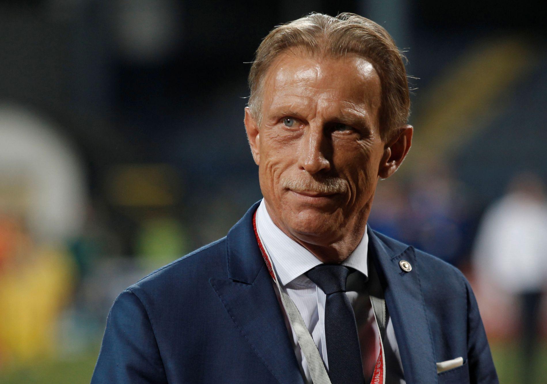 JERNMANN: Christoph Daum var ikke fornøyd med sine landslagsspillere i Romaniam og satte dem på prøæve. Her fra VM-kvalifiseringen mellom Romania og Montenegro.