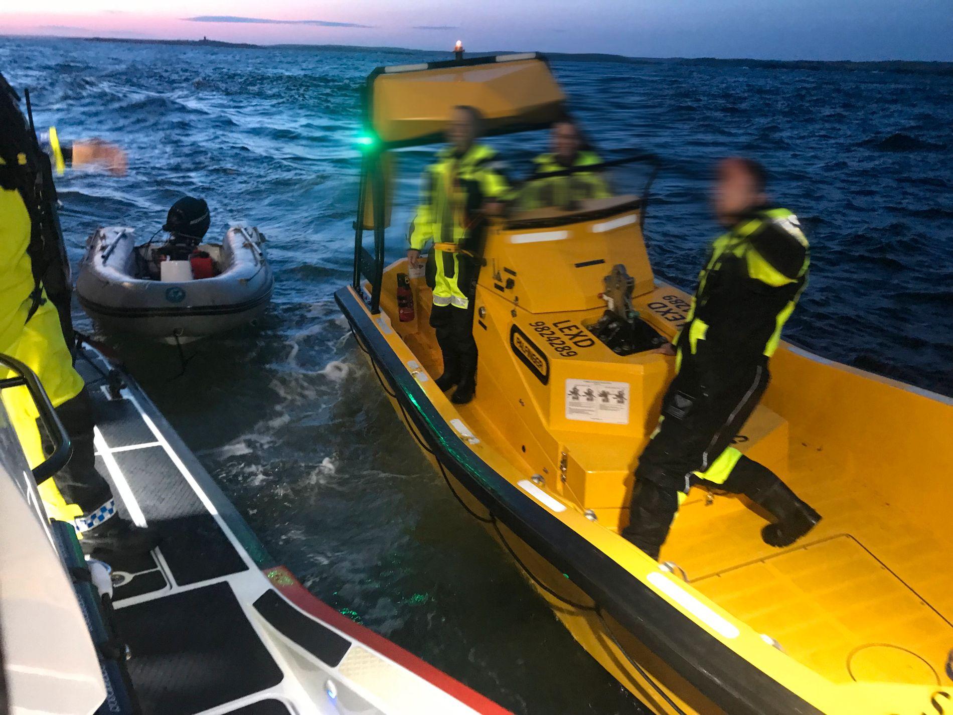 REDDET MANN MED MOTORSTOPP: Color Line snudde for å hjelpe en mann som hadde fått motorstopp i en gummibåt, og redningsselskapet rykket ut med redningsskøyten Horn Stayer.