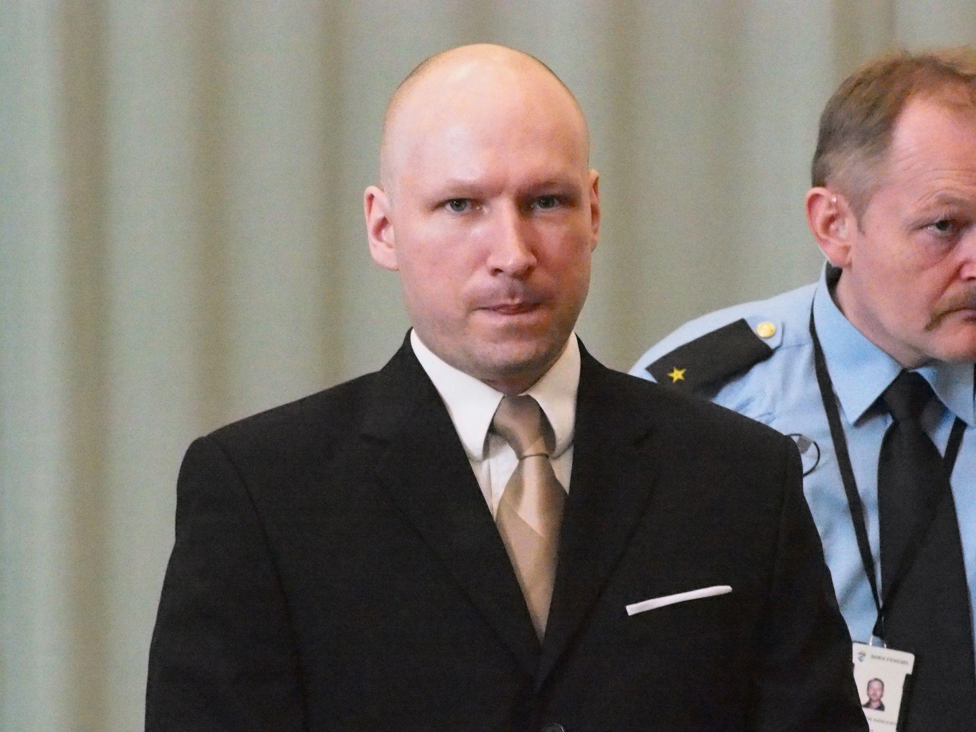 AVVISER PSYKOSE: Anders Behring Breivik (38) begynte å skrive på kompendiet «Knights Templar» da han flyttet hjem til moren sin i 2009. «Det har alltid vært oppspinn og ikke tegn på psykose som de første sakkyndige konkluderte med. Jeg løy om det.», forklarte Breivik i nye samtaler med psykiater Randi Rosenqvist i mai i fjor.