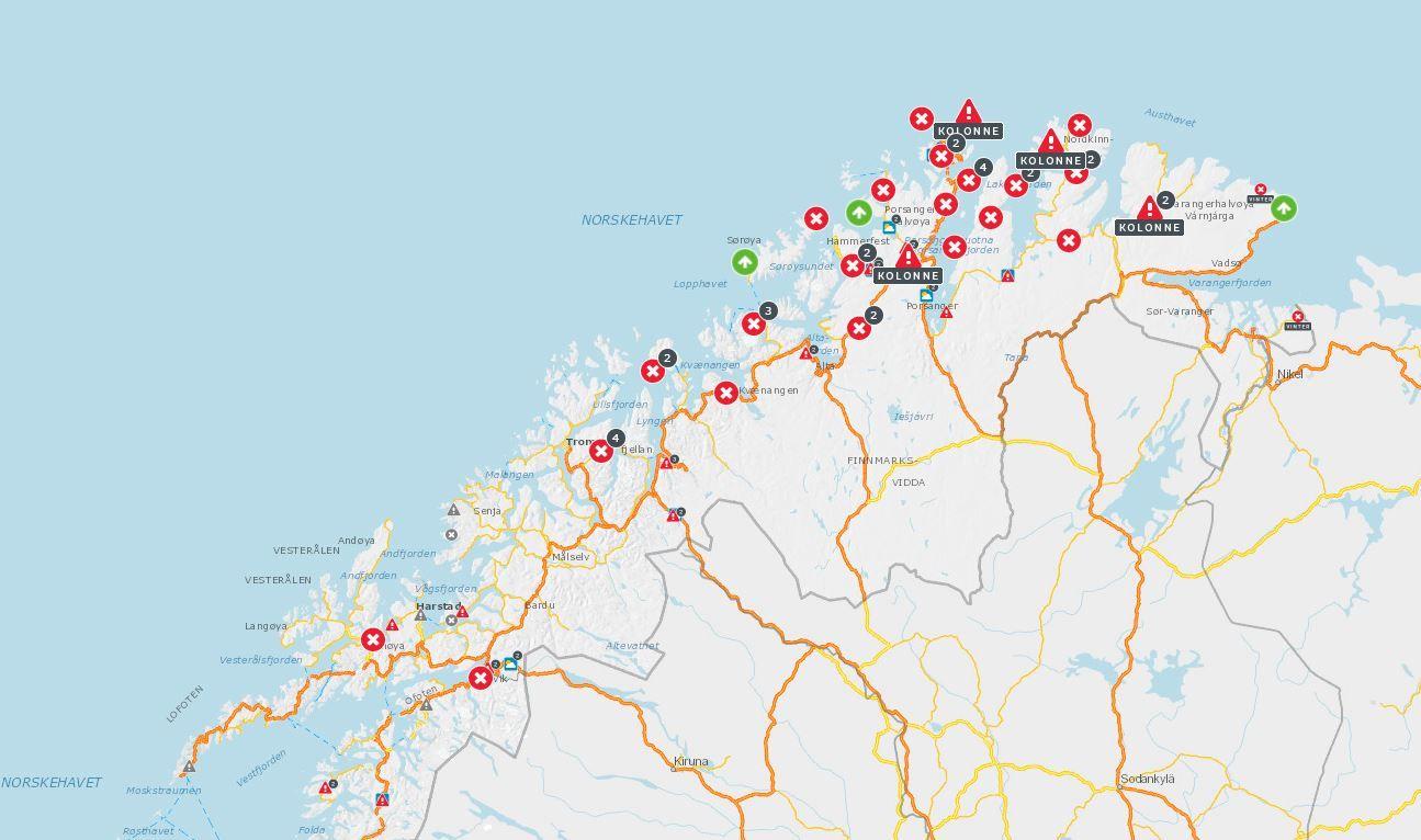 VANSKELIGE FORHOLD: Torsdag ettermiddag var nesten 30 veistrekninger i Nord-Norge stengt, og det er satt opp kolonnekjøring flere steder.