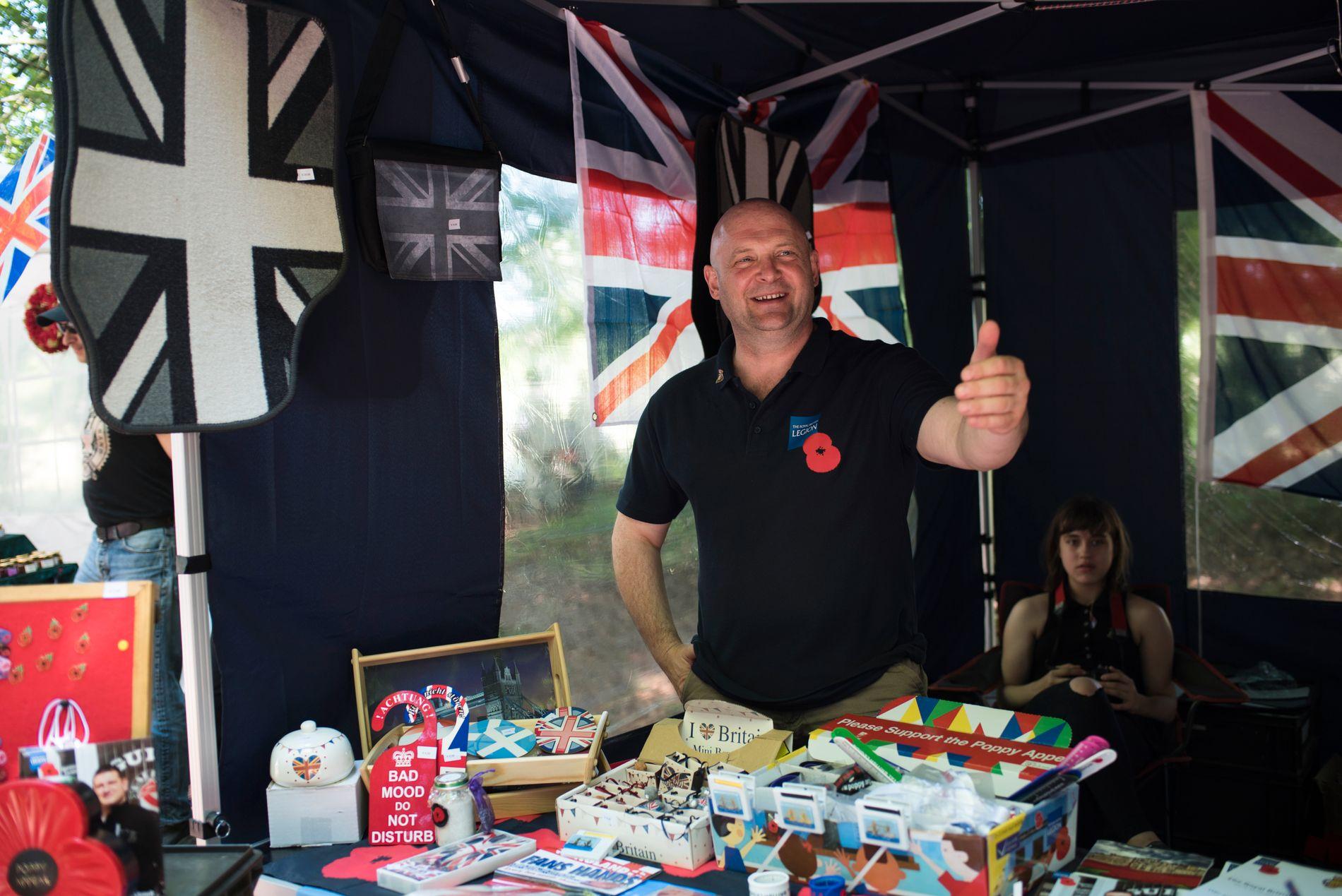 VIL BLI I EU: Briten David Bret er en av nesten hundre tusen briter i Tyskland. Han selger effekter til inntekt for britiske krigsveteraner. Hverdagen hans som fastboende i utlandet kan bli dramatisk forandret dersom Storbritannia går ut av EU.