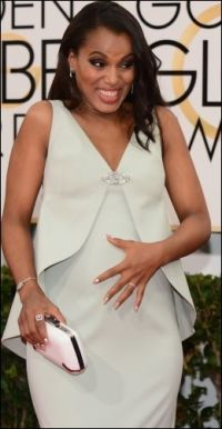 DEMONSTRERTE: Kerry Washington holdt hånden på magen nesten hele tiden. Foto: AFP