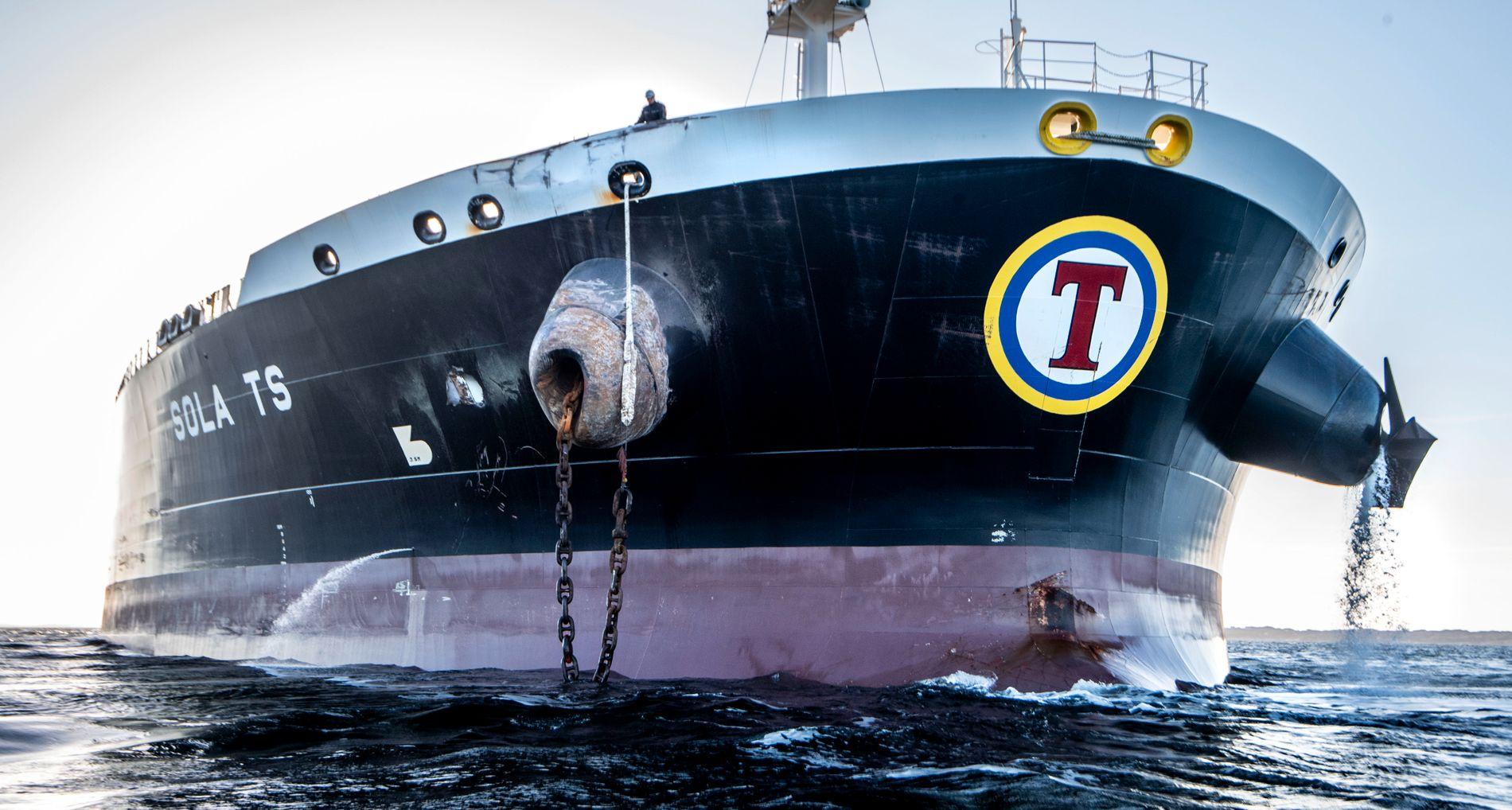 GJORDE FEIL: Råoljetankeren «Sola TS» fikk mindre skader etter kollisjonen med fregatten KNM «Helge Ingstad». Men den kan likevel bli tildelt en god del skyldansvar for ulykken.